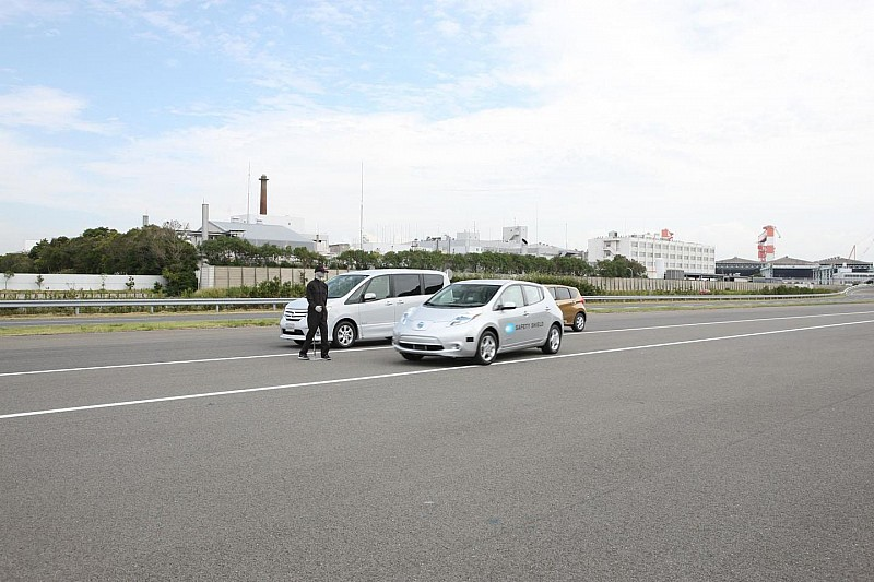 Nissan Autonomous Emergency Steering System announced [video]