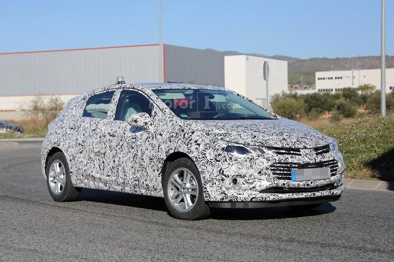 2017 Chevrolet Cruze hatchback spy photo
